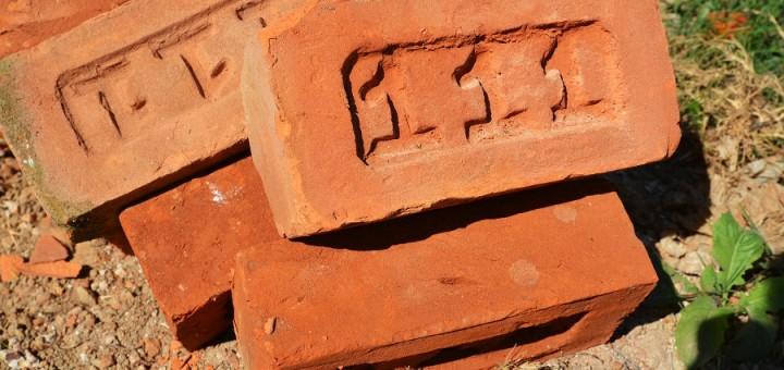cegły z niedopałkiem